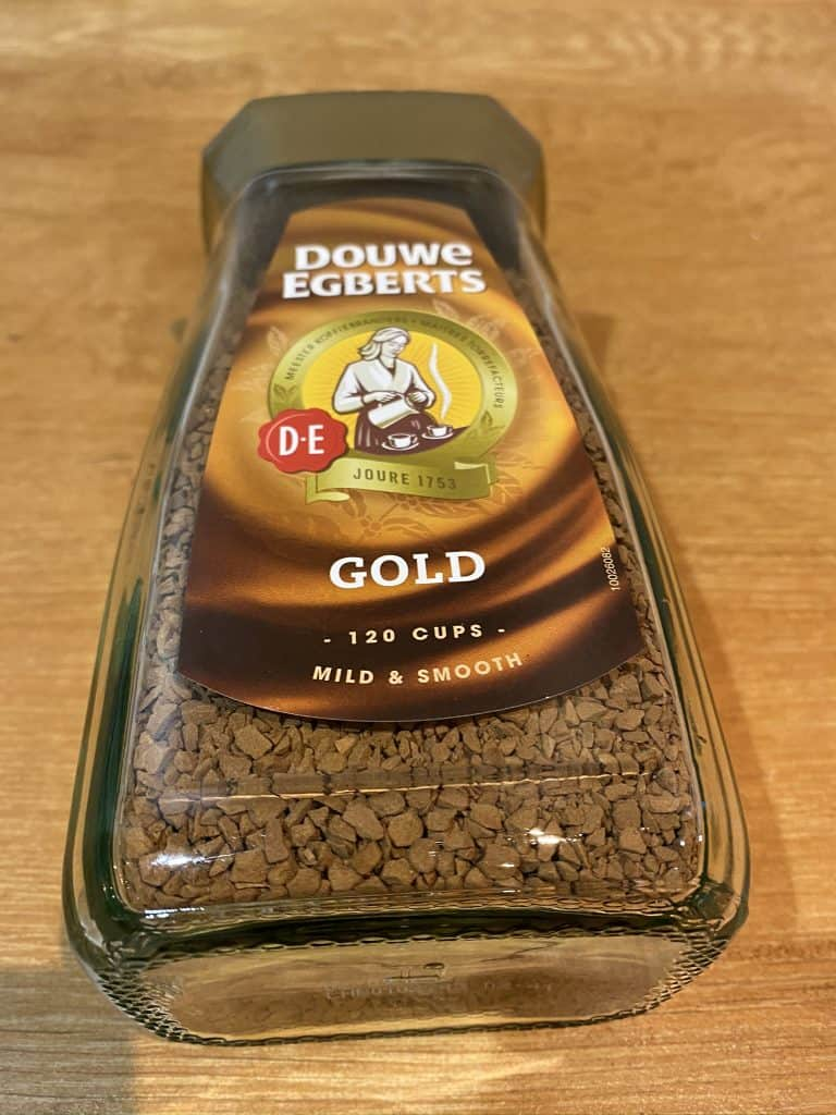 Dalgona coffee, instant coffee from the brand Douwe Egberts